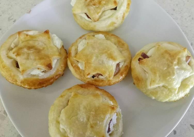 goats cheese and caramelised balsamic onion mini pies 🎄 recipe main photo