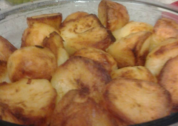 lovely crisp soft and fluffy inside roast potatoes recipe main photo
