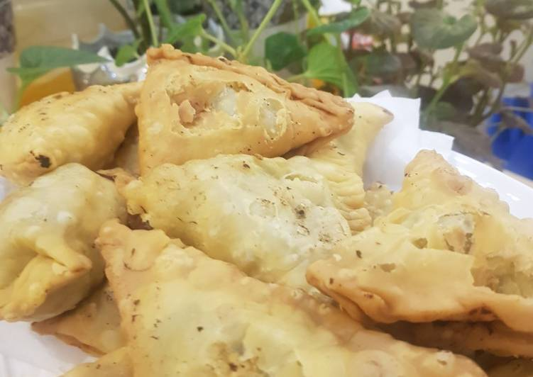 meat and potato samosas recipe main photo
