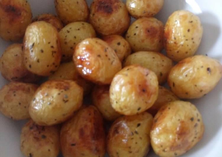 perfect new roasted potatoes recipe main photo 1