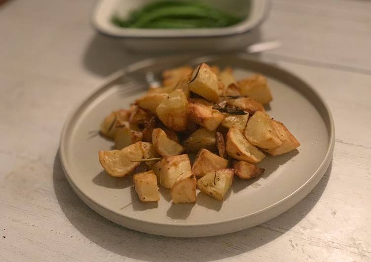 rosemary and garlic roast potatoes recipe main photo