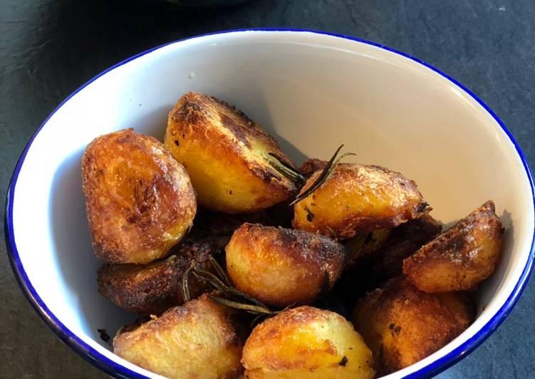 rosemary and garlic roasted potatoes 🥔 recipe main photo 1