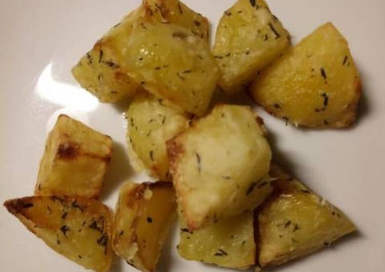thyme and parmesan roasted potatoes recipe main photo 1